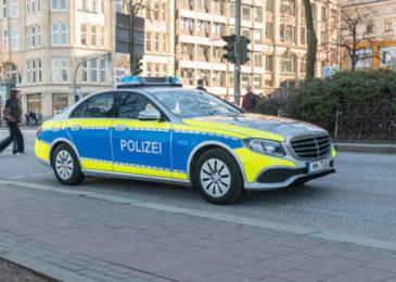 Flucht vor Polizeifahrzeug mit Fahrzeug ein Kraftfahrzeugrennen?