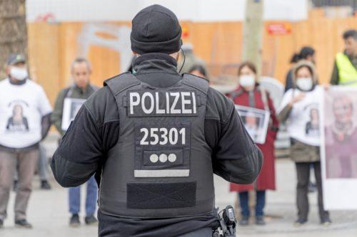 """Beleidigung von Polizeibeamten als """"Scheiß Bullen!"""" und Nötigung"""