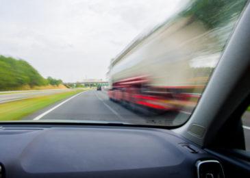 Überholen im Überholverbot mit Behinderung des überholten Fahrzeugs