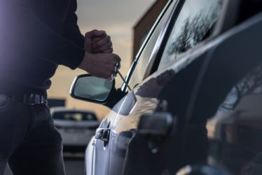 Fahrzeugdiebstahl - Versuchsbeginn bei Untersuchung der Fahrertür?
