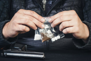 Bewaffnetes Handeltreiben mit Betäubungsmitteln