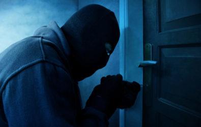 Schwerer Raub in Tatmehrheit mit gemeinschaftlich versuchtem Diebstahl