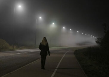 Fahrlässige Tötung - dunkel gekleideter Fußgänger auf Fahrbahn – Mitverschulden